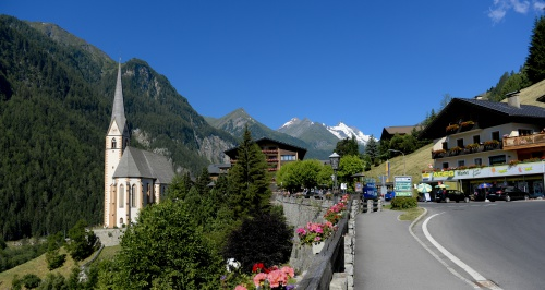 HUNGUEST Hotel Heiligenblut in summer