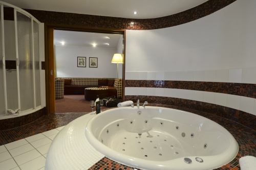 Adventure bath in luxury apartment - Hunguest Hotel Pelion - Tapolca