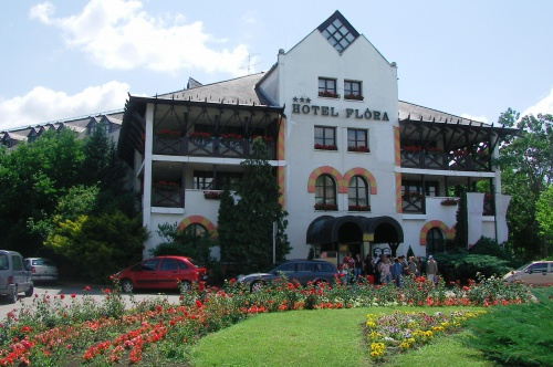 Hotel Flóra – main entrance - Eger