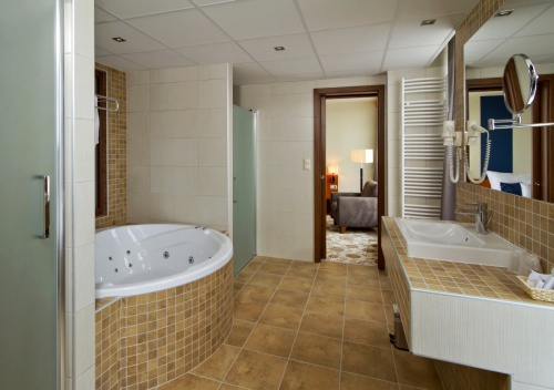 Suite with indoor jacuzzi - Hotel Forrás  - Szeged