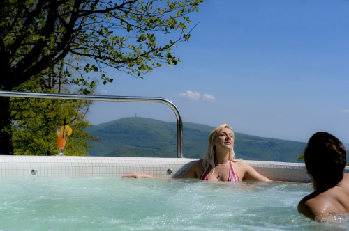 External Fun bath with panoramic view - Grandhotel Galya - Mátra