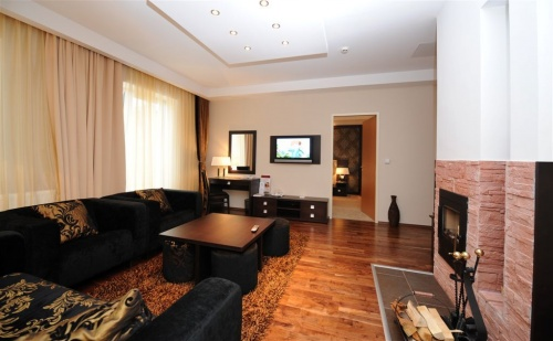 Suite living room with fireplace - Grandhotel Galya - Mátra